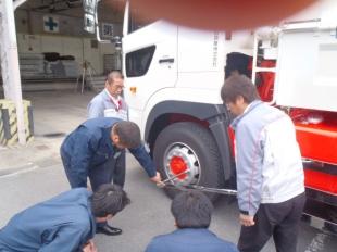 画像:宮城日野自動車様からのトルクレンチ取り扱い講習をおこないました。2