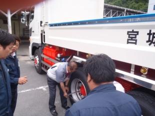 画像:宮城日野自動車様からのトルクレンチ取り扱い講習をおこないました。3