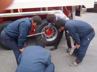 画像:宮城日野自動車様からのトルクレンチ取り扱い講習をおこないました。4